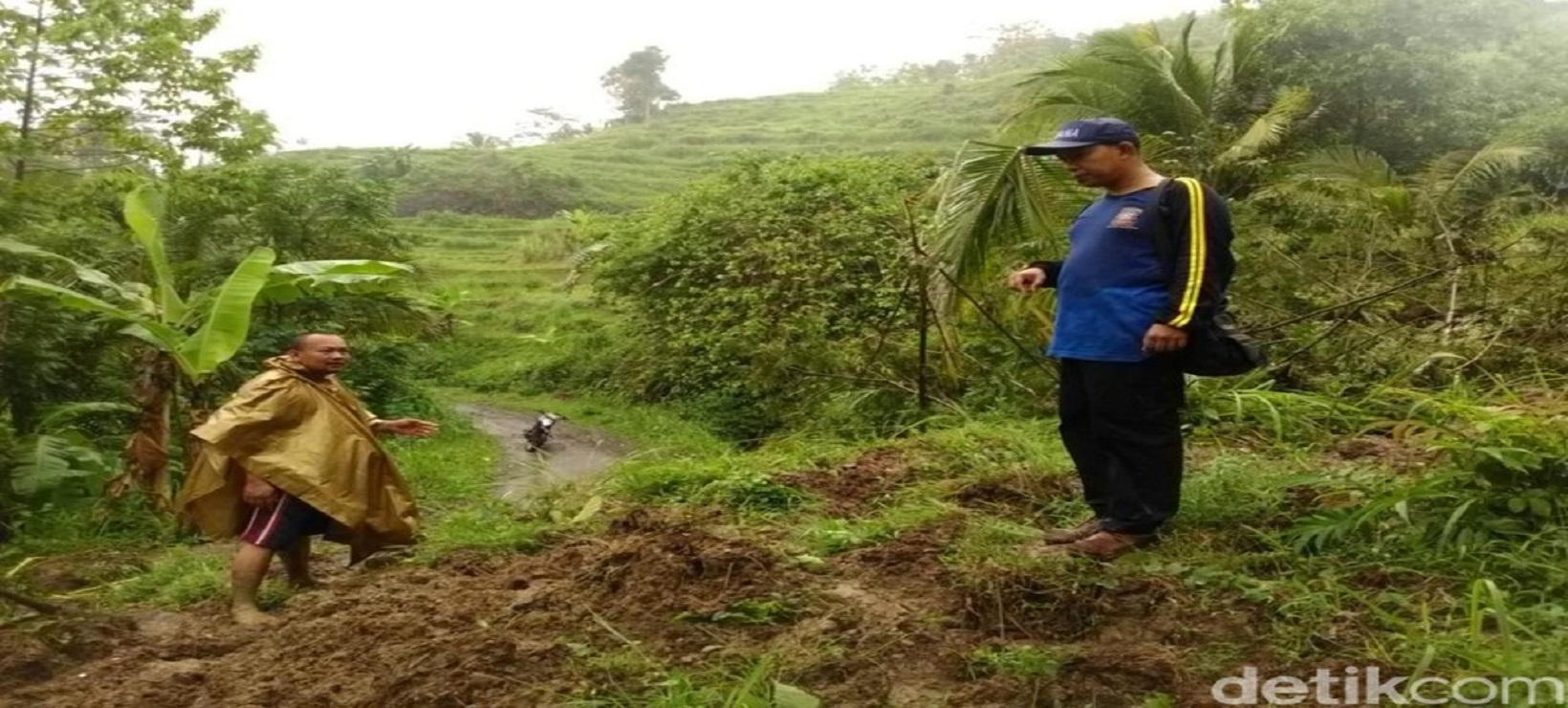 Akses Jalan Pantai Kletekan di Tutup Akibat Longsor